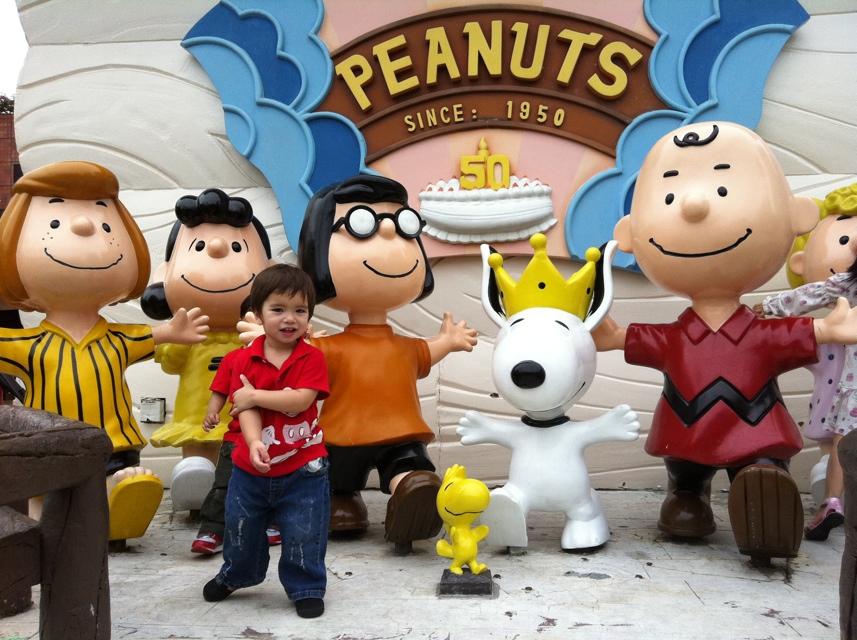 peanuts statues